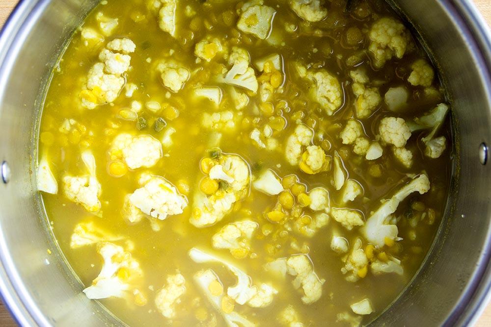 Cooking Cauliflower & Peas