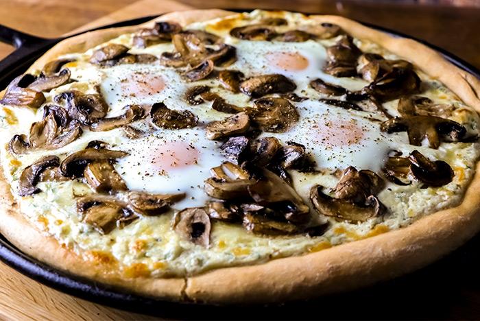 Mushroom & Egg Pizza