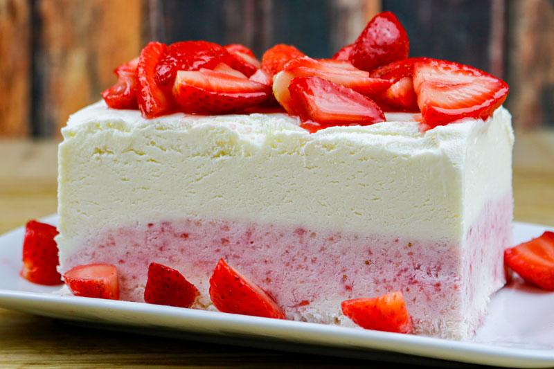 Cheesecake Ice Cream With Strawberries